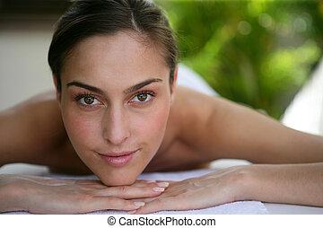 kvinna, henne, baksida, väntan, massera, patiently