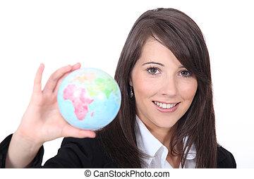 kvinna, henne, ung, hand hålla värld, smart