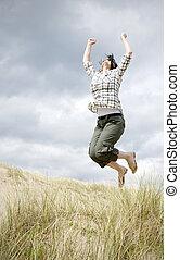 kvinna, hoppa för glädje