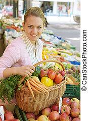 kvinna, hos, den, frukt, marknaden