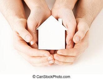 kvinna, hus, papper, räcker, vit, man