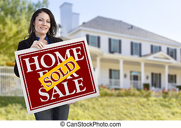 kvinna, hus, såld, realisation signera, holdingen, främre del, hem
