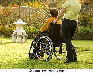 kvinna, in, a, rullstol