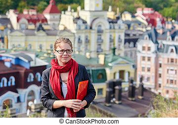 kvinna, in, glasögon på, a, bakgrund, av, staden
