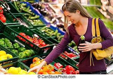 kvinna, in, supermarket