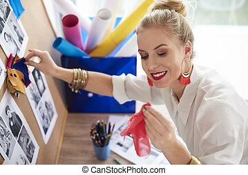 kvinna, jämförande, varje, färgrik, material
