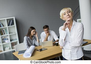 kvinna, kontor