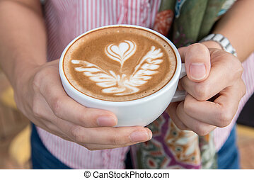kvinna, kopp, kaffe, uppe, hålla nära