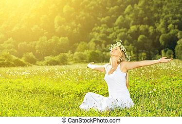 kvinna, krans, liv, lycklig, sommar, utomhus, avnjut