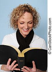 kvinna läsning, den, bibel