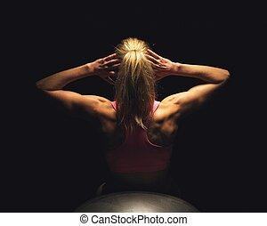 kvinna, lögnaktig, på, lämplighet kula, och, gör, sitt ups