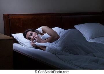 kvinna, lögnaktig, säng, livrädd
