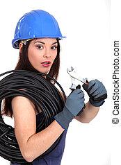 kvinna, med, elektrisk tråd, och, plattång