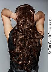 kvinna, med, länge, brun, lockigt hår