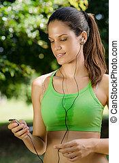 kvinna, med, mp3 spelare, avlyssna musik