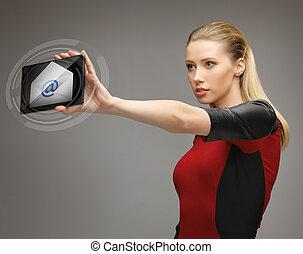kvinna, med, skrivblock persondator, och e-post, ikon