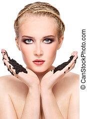 kvinna, med, svart kaviar