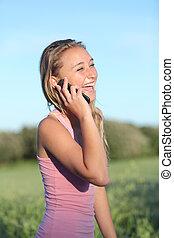kvinna, mobil, lycklig, ringa, skratta