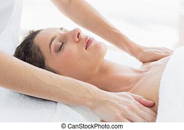 kvinna, mottagande, knuffa, massera
