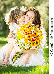 kvinna och barn, holdingen, blomstrars bukett