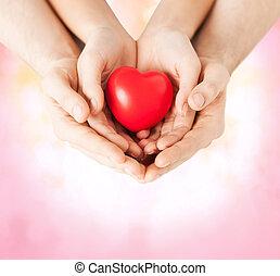 kvinna och herre, räcker, med, hjärta