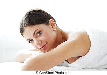 kvinna, på, massage tabell