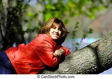 kvinna, på, träd, lem