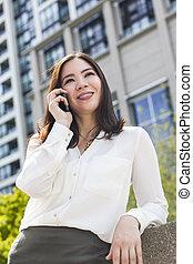 kvinna prata, affärskvinna, mobiltelefon, asiat, eller