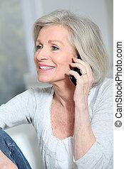 kvinna prata, rörlig telefonera, senior, lycklig