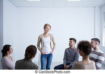 kvinna prata, under, grupp, terapi