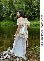 kvinna, promener, korsett, klätt, längs, river.
