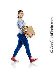 kvinna räcka, hund, i boxas, isolerat