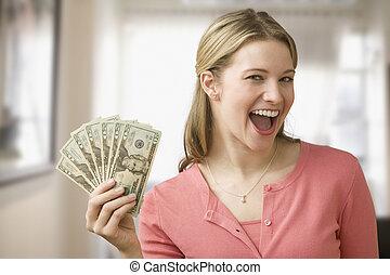 kvinna räcka, kontanter