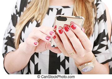 kvinna räcka, sms, rörlig telefonera, skott, nära, hand, maskinskrivning
