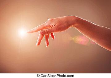 kvinna, rörande, virtuell, avskärma, hand
