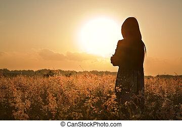 kvinna, silhuett, väntan, för, sommar, sol