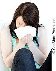kvinna, sjuk, blåsning, stående, caucasian