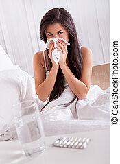 kvinna, sjuk, in blomsterbädd, med, a, kall, och, influensa