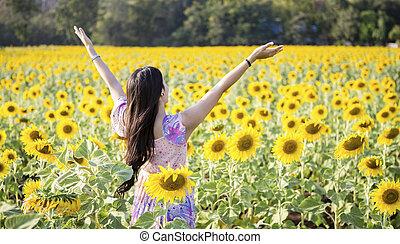kvinna, skönhet, lycklig, solrosor, fält