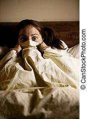 kvinna, skrämd, säng