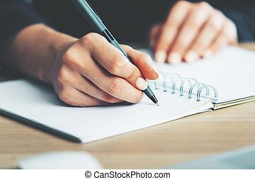 kvinna skrift, in, anteckningsblock