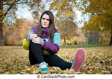 kvinna, smärta, sittande, -, knä, skada