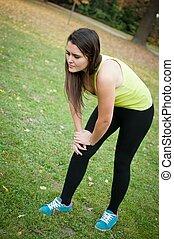 kvinna, smärta, skada, efter, -, knä, sport