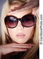 kvinna, solglasögon, blond