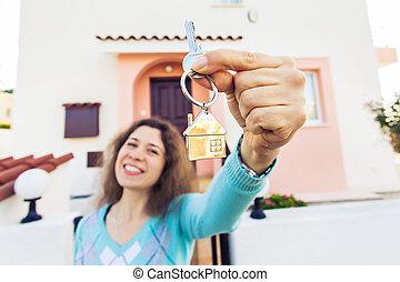 kvinna, stämm, hus, ung, färsk, främre del, hem, lycklig