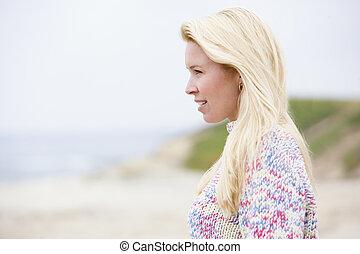 kvinna stå, hos, strand