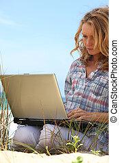 kvinna, strand, arbete