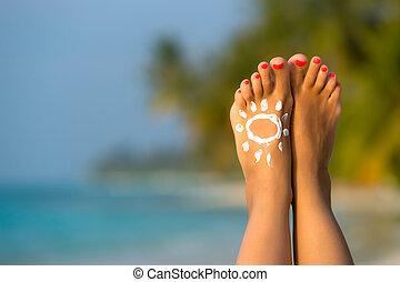 kvinna, sun-shaped, conce, sol, tropisk, fot, strand, grädde