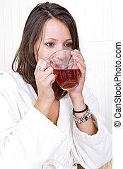kvinna, supande te