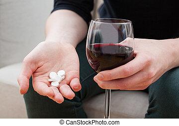 kvinna, tagande, smärtstillande medel, och, alkohol